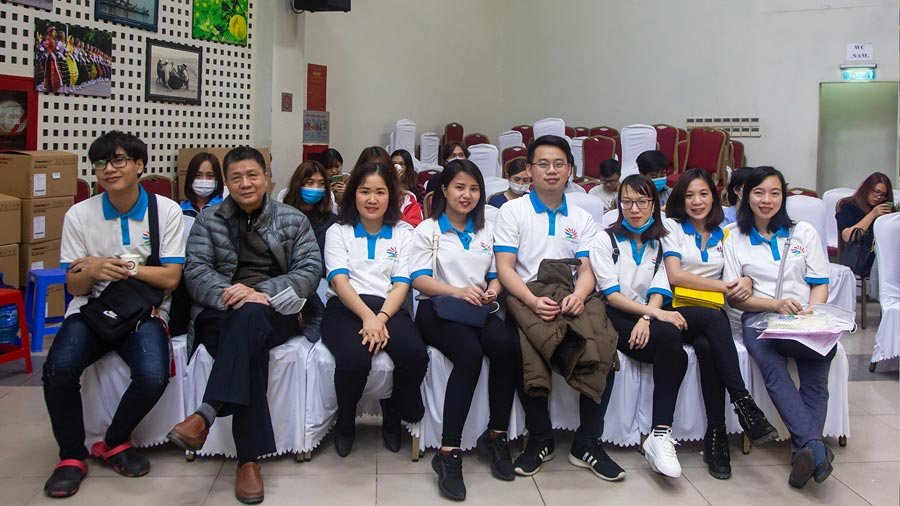 Tập thể nhân viên Công ty Du lịch Khát Vọng Việt tình nguyện tham gia chương trình hiến máu nhân đạo