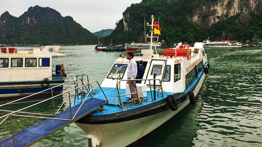 Tàu cao tốc đi Cô Tô là lựa chọn phổ biến của du khách
