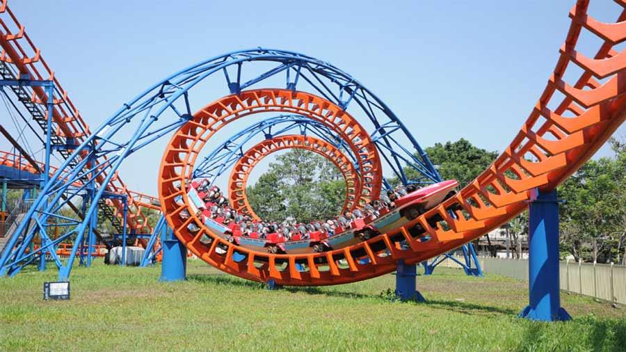 Tàu lượn siêu tốc - khu vui chơi Paracel Resort Hải Tiến