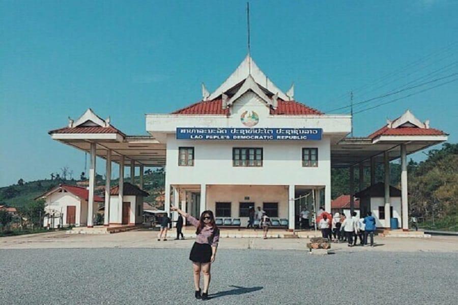 Từ cửa khẩu Lóng Sập- bạn dễ dàng di chuyển sang nước bạn Lào