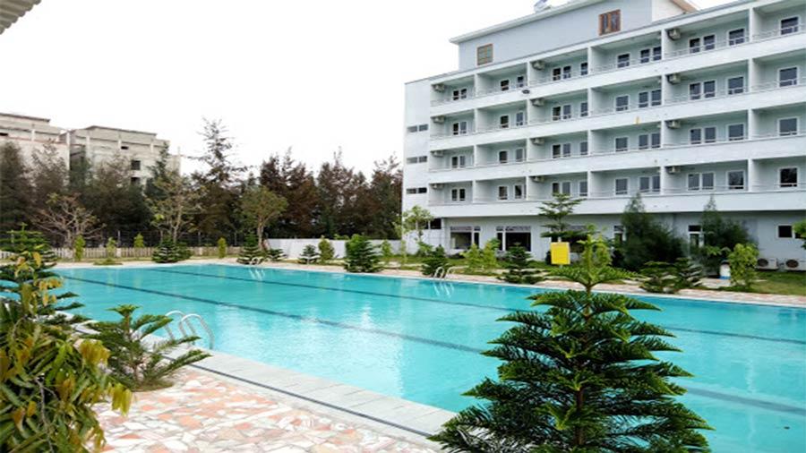 Bình Minh Hotel có hệ thống bể bơi cực đẹp, sạch sẽ và hút mắt