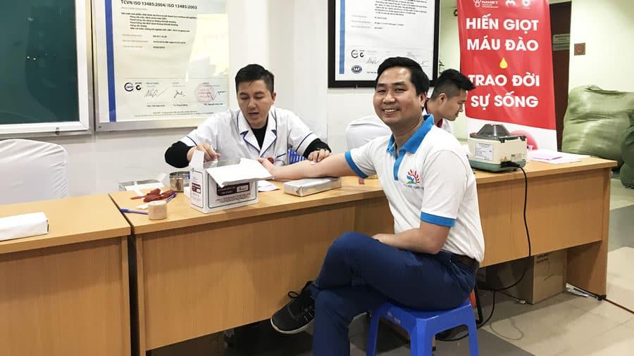 Anh Nguyễn Bá Toàn - Giám đốc Công ty Du lịch Khát Vọng Việt tham gia ngày hội hiến máu