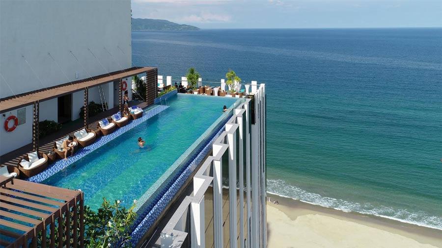 HAIAN Beach Hotel & Spa với bể bơi vô cực trên sân thượng độc đáo