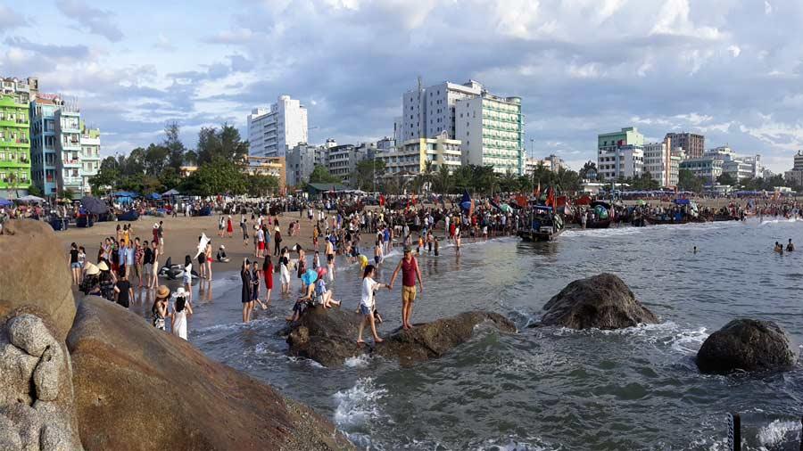 Hàng năm biển Sầm Sơn đón một lượng lớn khách du lịch từ khắp mọi miền
