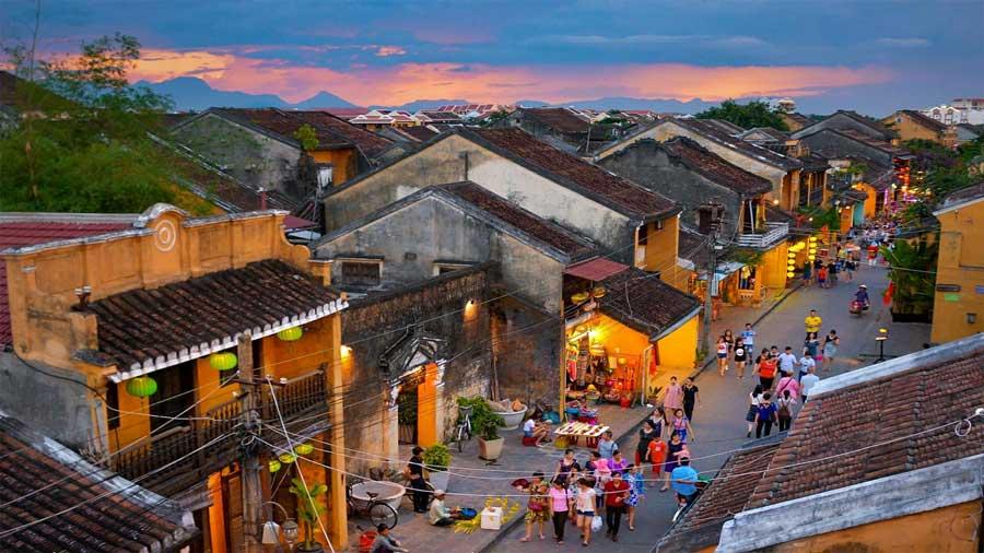 Đến với phố cổ Hội An đẹp lung linh từ sân bay Đà Nẵng