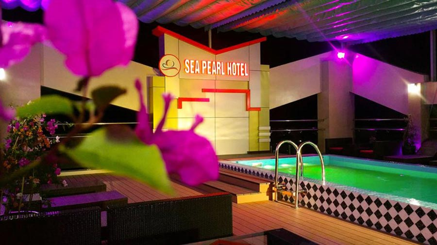 Bể bơi kết hợp cùng sky bar vô cùng độc đáo