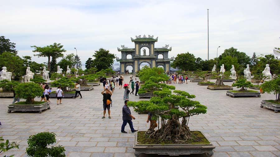 Tham quan chùa Linh Ứng một ngày trời quang mây tạnh