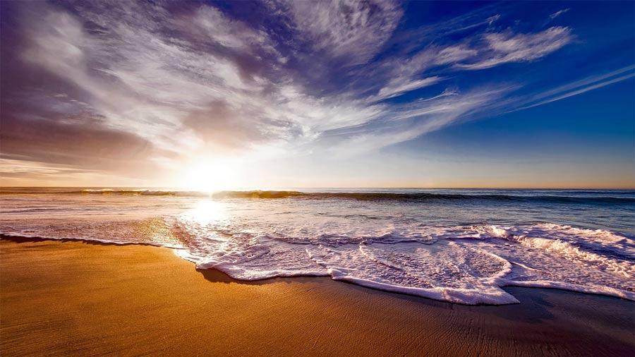 Bình minh rạng ngời biển Hải Tiến