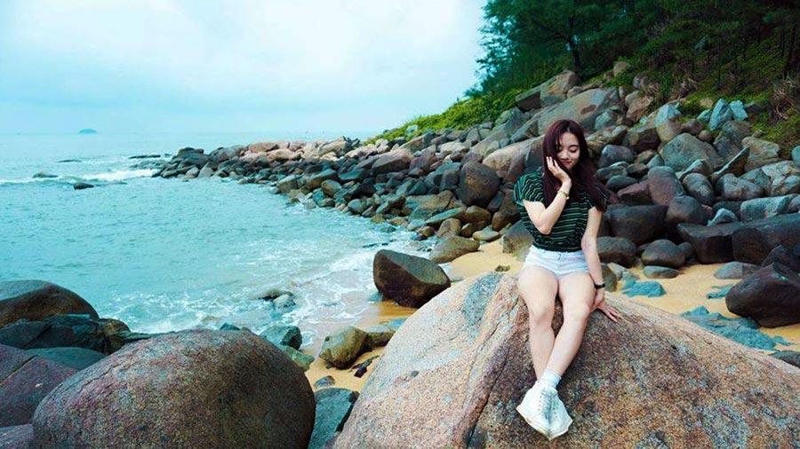 Khám phá bãi đá biển Thiên Cầm sẽ là trải nghiệm khó quên trong hành trình du lịch của bạn