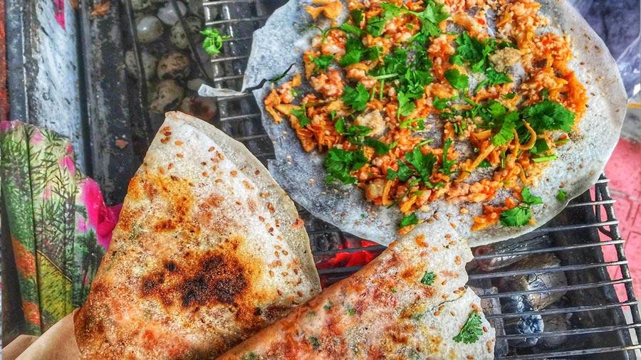 Bánh tráng nướng - Món ăn vặt nổi tiếng tại Đà Lạt
