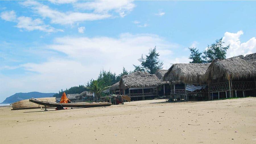 Các cơ sở lưu trú tại biển Hải Hòa còn đơn sơ