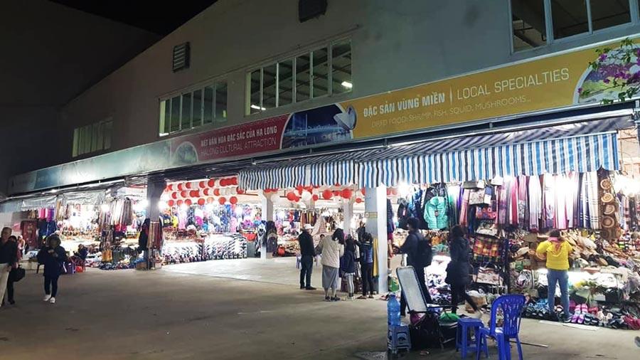 Chợ đêm Hạ Long là địa điểm được rất nhiều du khách yêu thích