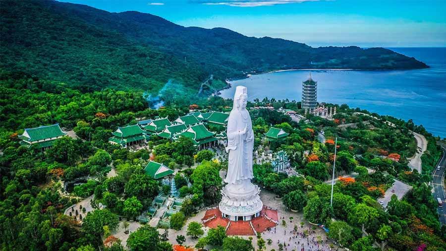 Chùa Linh Ứng Bãi Bụt là ngôi chùa mới nhất, lớn nhất và mang tính nghệ thuật nhất tại Đà Nẵng.
