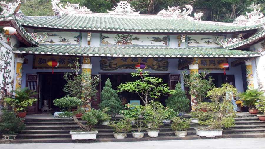 Vẻ đẹp nhẹ nhàng, cổ kính, trang nghiêm của chùa Linh Ứng Non Nước