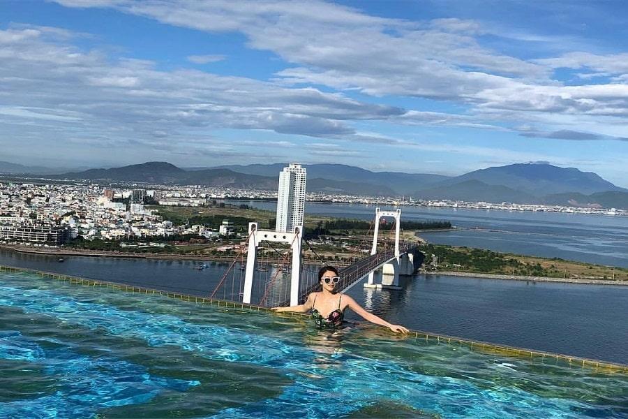 Bể bơi vô cực của khách sạn Đà Nẵng Goden Bay