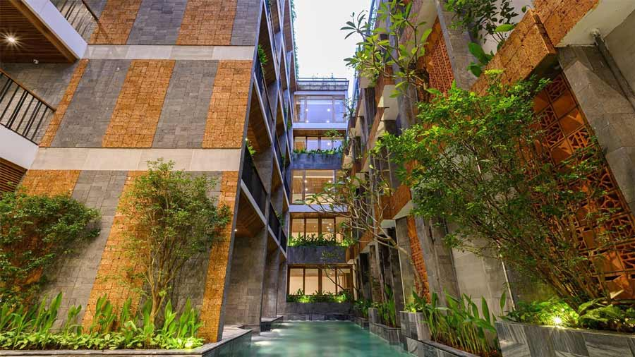 Không gian đặc biệt được kết hợp bởi cây cối và suối tự nhiên, được đầu tư kĩ càng với gu thẩm mỹ cao của Daisy Boutique Hotel