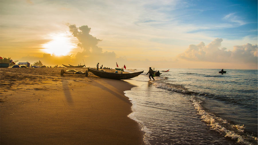 Con người, thuyền và biển Hải Tiến
