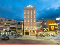Khách sạn Iris tọa lạc tại trung tâm thành phố Đà Nẵng