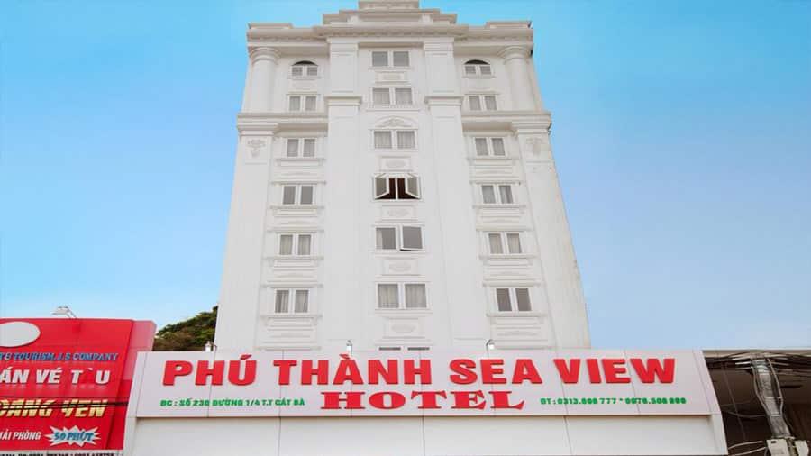 Khách sạn Phú Thành được tô điểm bằng màu trắng làm chủ đạo tạo nên không gian sang trọng, lịch sự