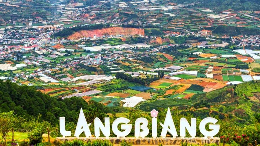 Núi LangBiang là nhân chứng hùng hồn cho sự hùng vĩ, hoang sơ của mảnh đất cao nguyên xinh đẹp này
