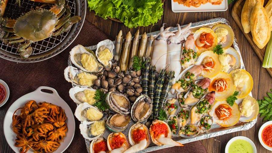 Hải sản chợ Hải Tiến chế biến thành các món ăn vừa rẻ lại thơm ngon