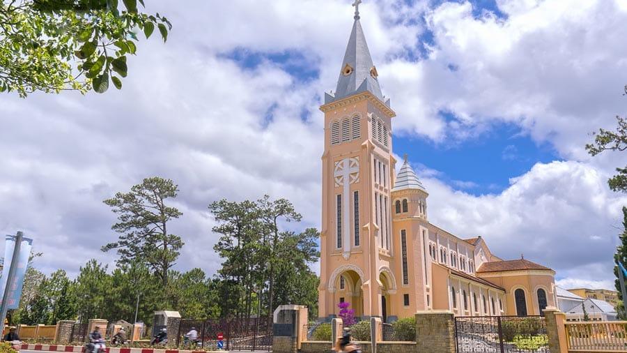 Nhà thờ Con Gà - Địa điểm du lịch tâm linh tại Đà Lạt