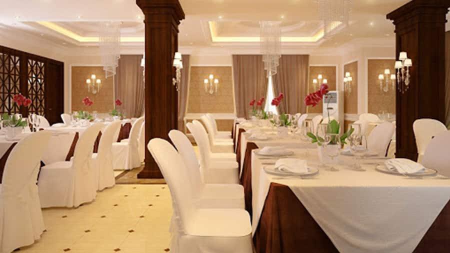 Phòng ăn tại khách sạn Hoàng Gia Minh