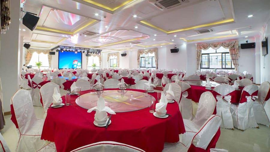 Nhà hàng khách sạn có sức chứa lên đến 500 khách