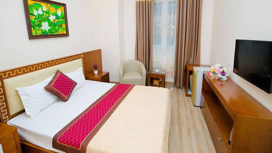 Phòng ngủ hướng núi với những tiện nghi hiện đại