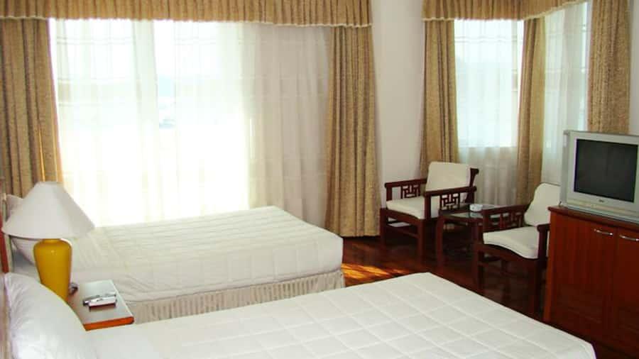 Phòng ngủ tại khách sạn đầy đủ tiện nghi, nội thất