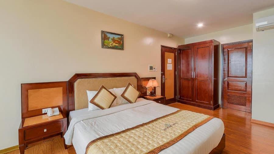 Phòng khách sạn đầy đủ tiện nghi, hiện đại