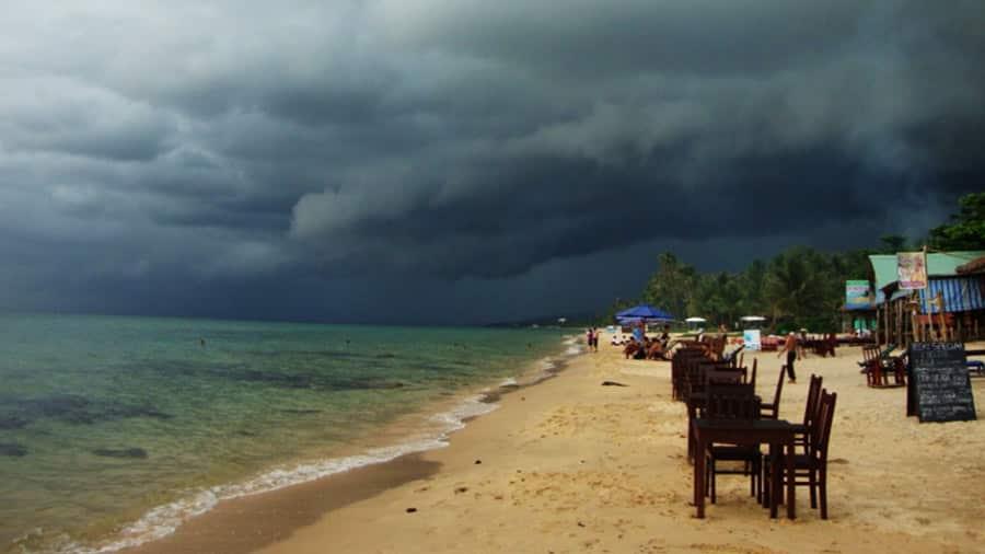 Giữ vững tinh thần thoải mái, bình tĩnh nếu du lịch Phú Quốc đúng vào mùa mưa bão