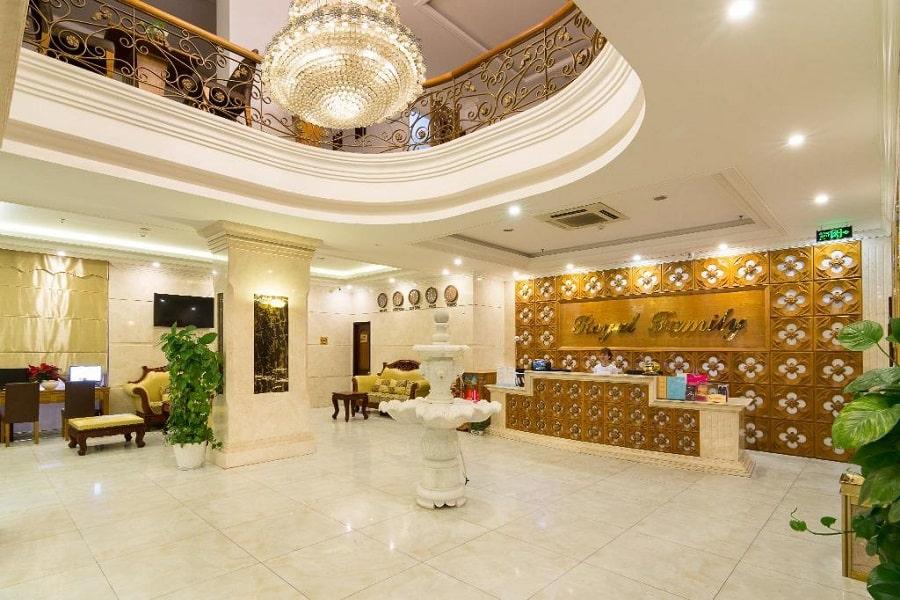 Sảnh khách sạn Royal Family