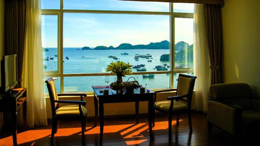 Phòng khách sạn view biển tuyệt đẹp