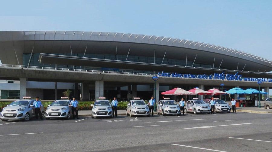 Taxi là phương tiện di chuyển phổ biến tại sân bay Phú Quốc