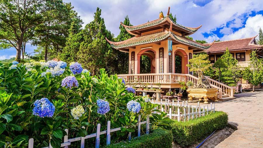 Khung cảnh yên bình của Thiền viện Trúc Lâm