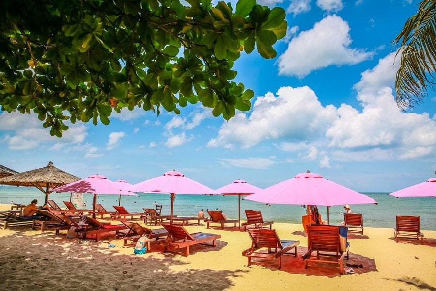Khu vực bãi biển riêng của khu nghỉ dưỡng