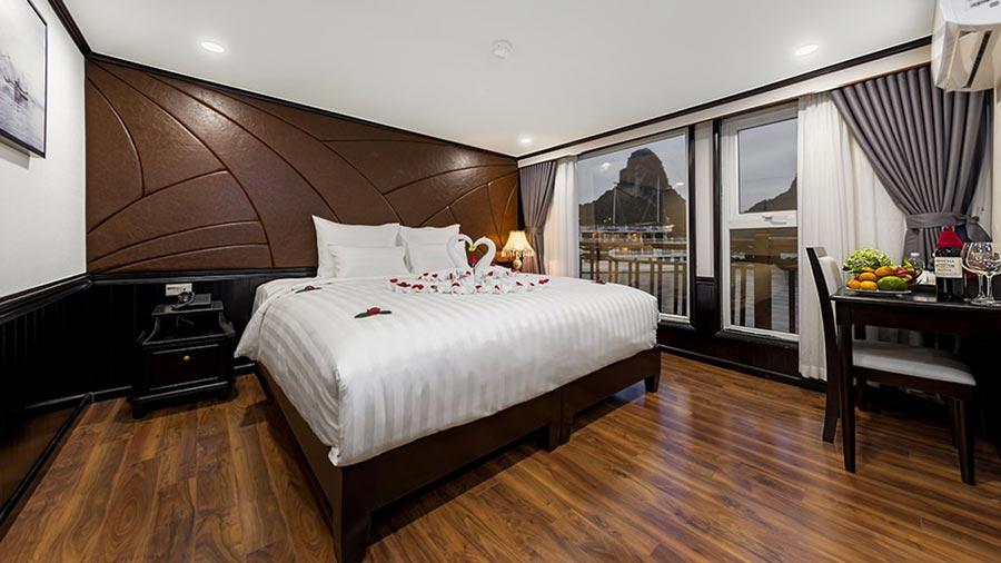 Phòng ngủ trên du thuyền Margaret Cruise