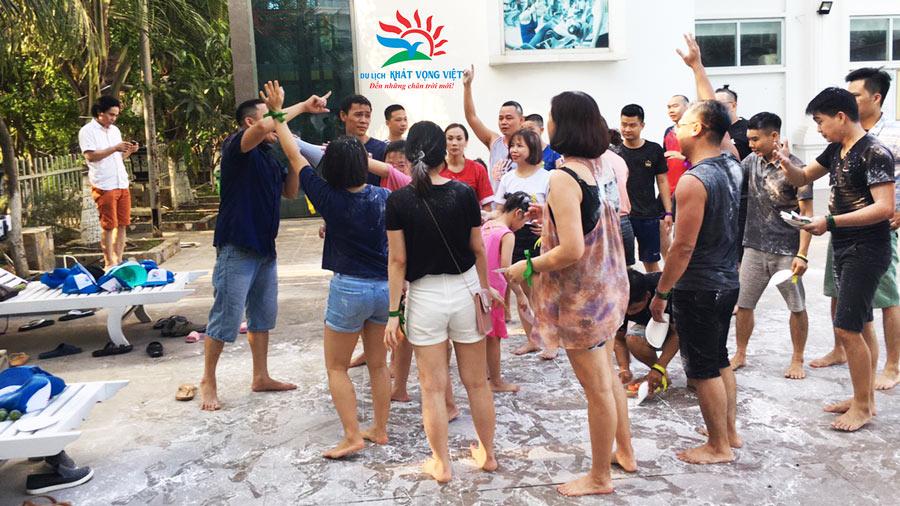 Đoàn tham gia các hoạt động vui chơi thú vị do Khát Vọng Việt tổ chức