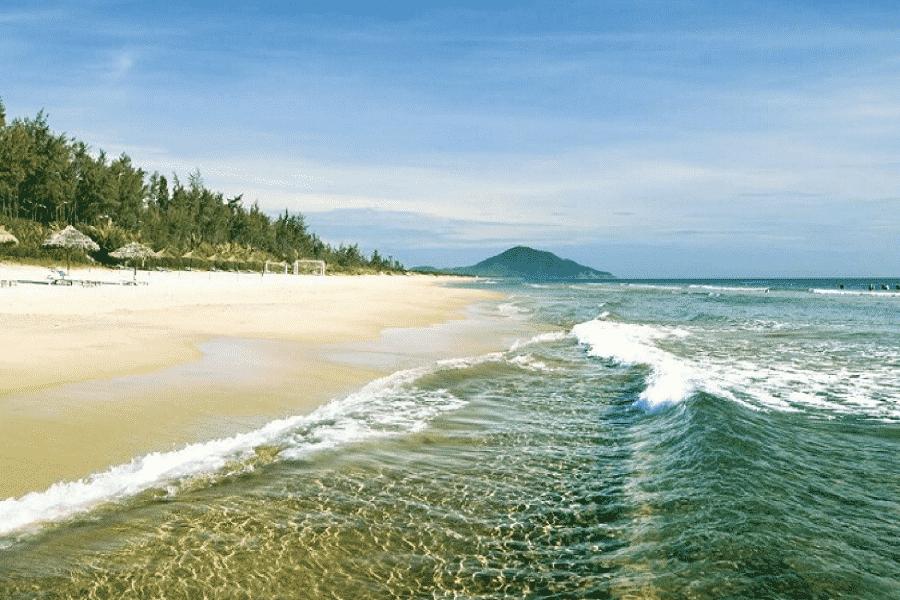 Bãi biển Thiên Cầm xanh mát
