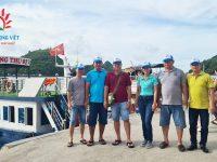 Nhóm khách đến từ Bạc Liêu bắt đầu hành trình du lịch Cát Bà