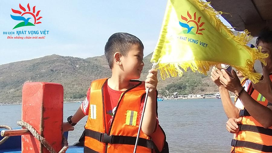 Những khoảnh khắc đáng nhớ của gia đình chị Lê Huyên tại Hạ Long