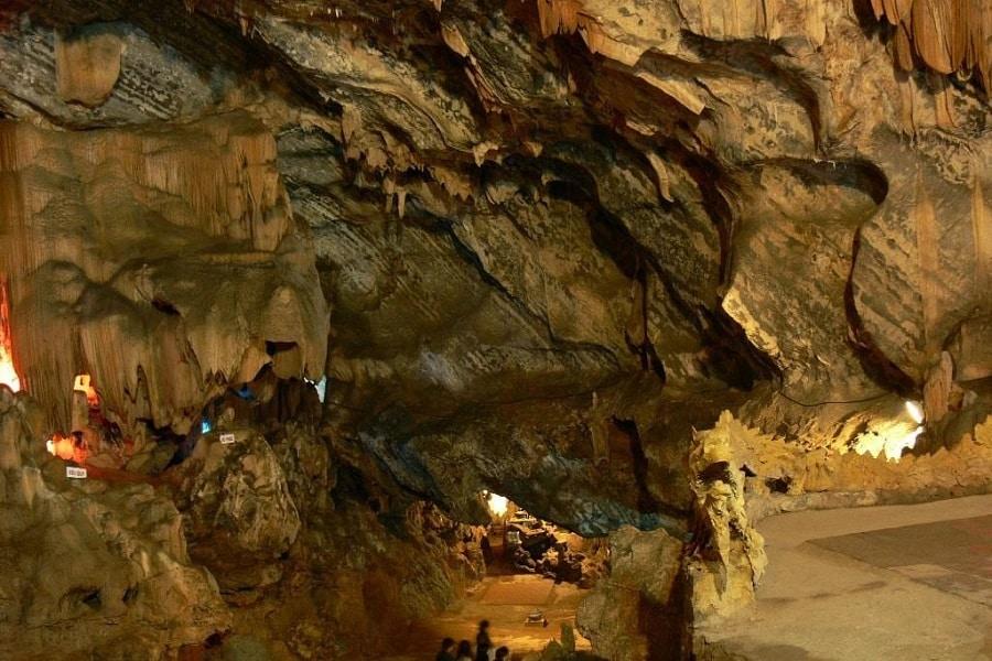 Hang Tùng Bá - một trong những hang động phải đến khi đến Hà Giang