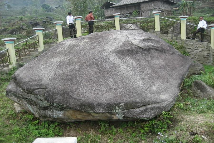Bãi đá cổ Nấm Dẩn