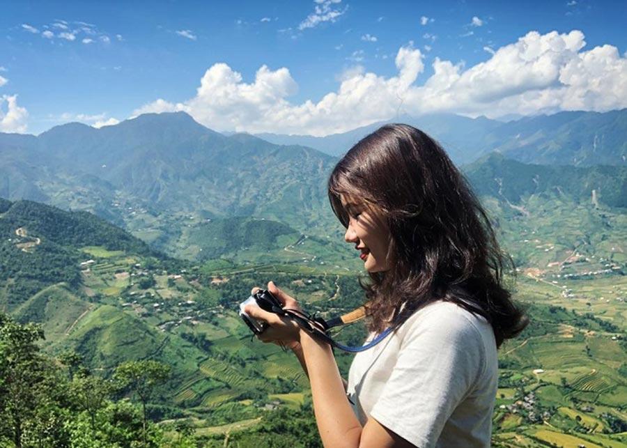 Du khách thích thú check-in đèo Khau Phạ