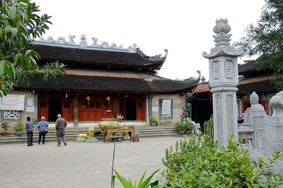 Mặt chính của đền Cấm Sơn Linh Hà Giang