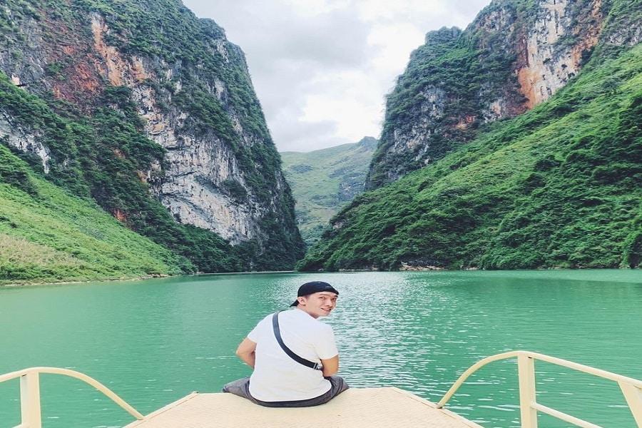 Du ngoạn sông Nho Quế là 1 trải nghiệm cực kì thú vị khi du khách đến với Hà Giang
