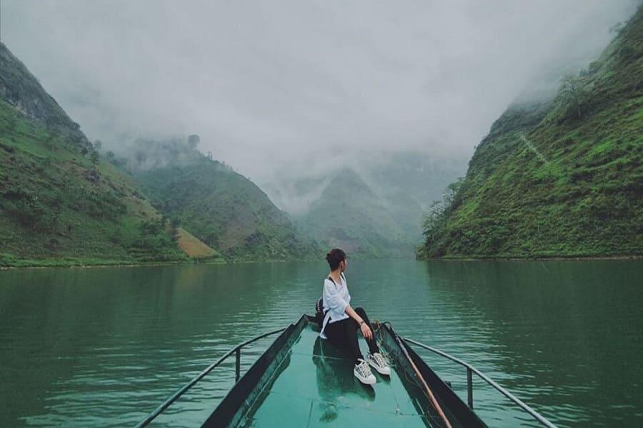 Du thuyền trên sông Nho Quế