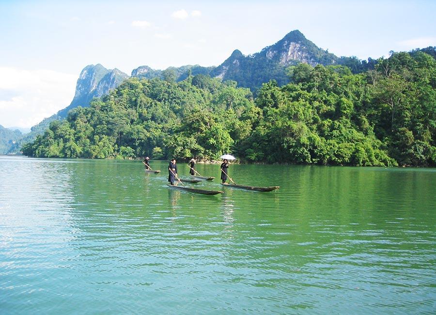 Tham quan hồ Ba Bể