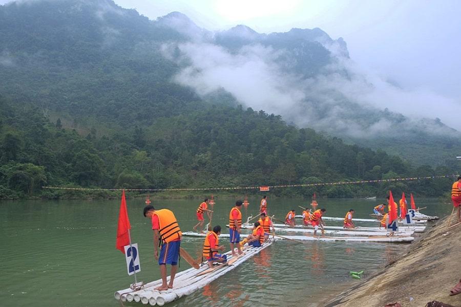 Lễ hội đua máng tại Hà Giang